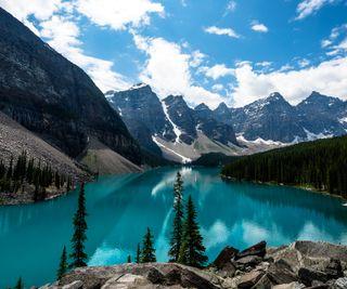Обои на телефон озеро, горы