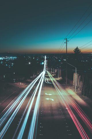 Обои на телефон слева, трафик, скорость, ночь, машины, дорога, город, turn, move, fast