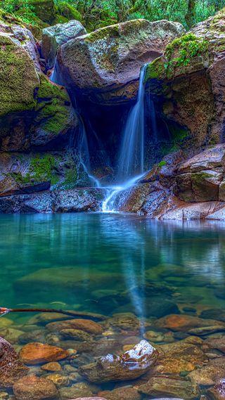 Обои на телефон природа, вода, рок, осень, камни, водопад