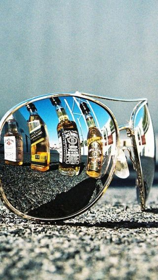 Обои на телефон очки, алкоголь, отражение