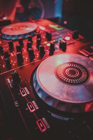 Обои на телефон часы, музыка, диджей, джойстик, spinner, serato, pioneer, numark, djcontroler, dj turntable music, dj