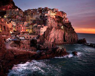 Обои на телефон пейзаж, океан, небо, море, камни, закат, дома, город, волны, вода, city and sea