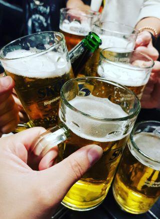 Обои на телефон улыбающийся, стиль жизни, алкоголь, жизнь, друзья, вечеринка, short, beers
