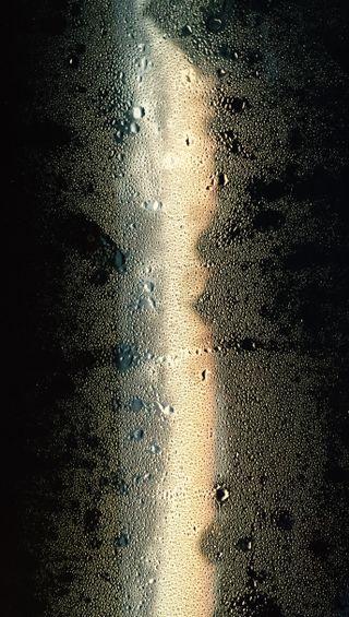 Обои на телефон мокрые, черные, окно, капли, золотые, вода, вид, misty