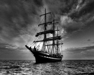 Обои на телефон океан, темные, парусные, облака, лодка, корабли