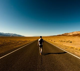Обои на телефон ходячие, прогулка, одиночество, небо, дорога, deser