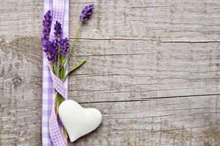 Обои на телефон деревянные, цветы, фон, фиолетовые, сердце, лаванда, wooden background, whte
