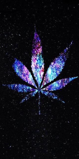 Обои на телефон абстрактные, черные, синие, дым, листья, марихуана