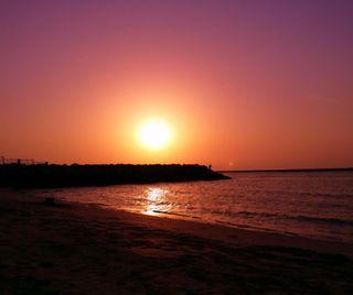 Обои на телефон рыбалка, дубай, пляж, пейзаж, море, закат, footprints