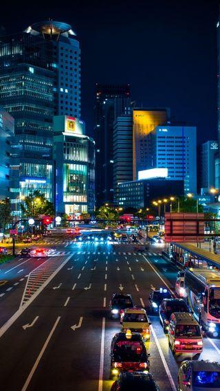 Обои на телефон городские, приятные, огни, ночь, небоскребы, машины, дорога, город