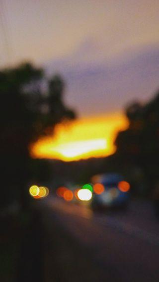 Обои на телефон дороги, шри ланка, размытые, небо, машины, закат, goldensky