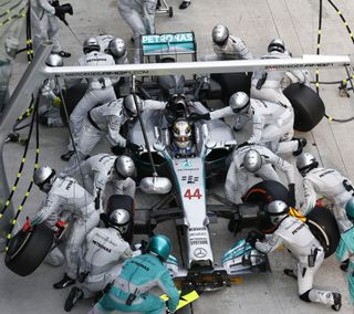 Обои на телефон формула 1, гонка, машины, petronas, f1