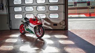 Обои на телефон мотоциклы, мотоцикл, дукати, красые, италия, зеленые, белые, ducati