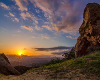 Обои на телефон холм, поле, каньон, калифорния, горы, восход, topanga canyon
