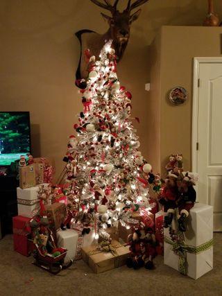 Обои на телефон подарок, рождество, дерево