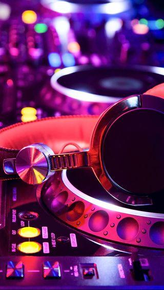 Обои на телефон darkdroid, dj, noen, dj fever, розовые, фиолетовые, музыка, диджей, наушники