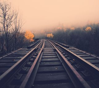 Обои на телефон рельсы, поезда, дождь