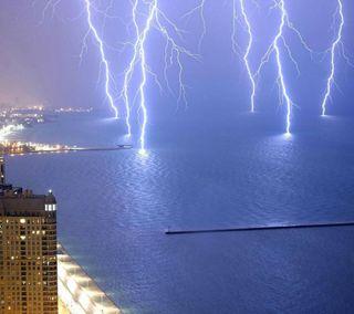 Обои на телефон освещение, вечер, океан, море, лучи, закат, город, вода, вид, hd, 3д, 3d lighting rays