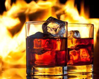 Обои на телефон пламя, очки, напиток, огонь, лед, виски, алкоголь, lame, alcohols