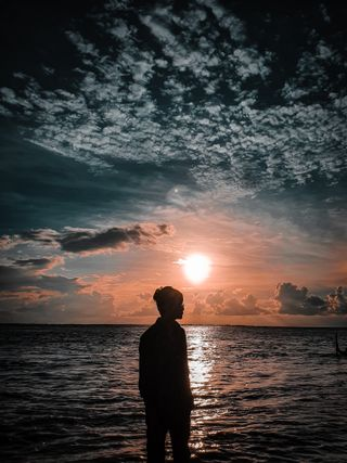 Обои на телефон тень, фото, река, рассвет, одиночество, мальчик, лучшие, potrait, best photo