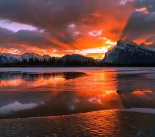 Обои на телефон отражение, вечер, озеро, облака, небо, закат, горы