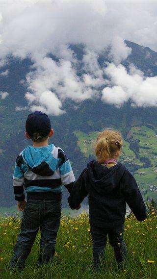 Обои на телефон холмы, дети, природа, пейзаж, милые, горы, sibling, brother and sister