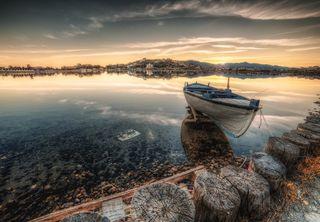 Обои на телефон фантазия, природа, облака, море, мир, лодки, закат, дерево, вода