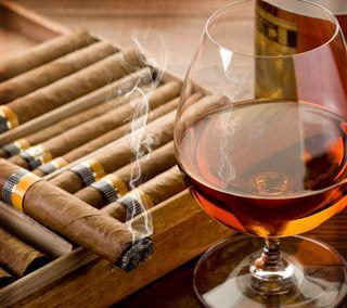 Обои на телефон отлично, стекло, сигара, напиток, дым, виски, fine cigar