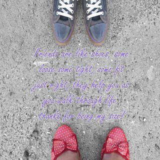 Обои на телефон обувь, синие, помощь, навсегда, красые, жизнь, друзья, tight, right, friends forever