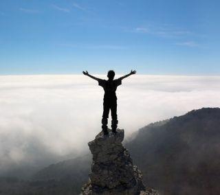 Обои на телефон топ, свобода, природа, облака, небо, мир, горы, вид, standing, on top of the world, climb