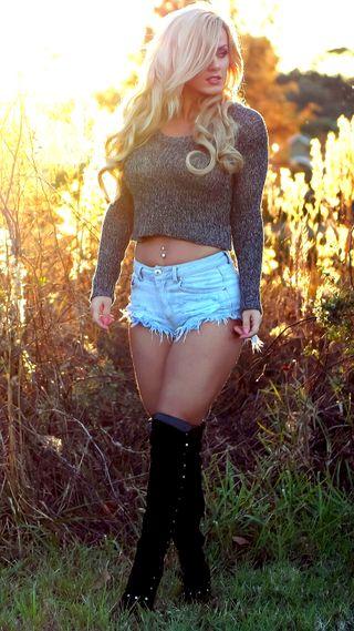 Обои на телефон модели, сад, джинсы, девушки, блондинки, short, sexy, boots, aida