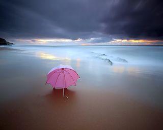 Обои на телефон амбрелла, пляж, песок, одинокий