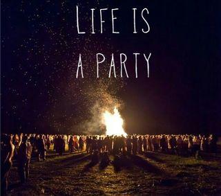 Обои на телефон вечеринка, цитата, приключение, огонь, ночь, жизнь, друзья, zedgeld17, tiddmisao, live, life is a party