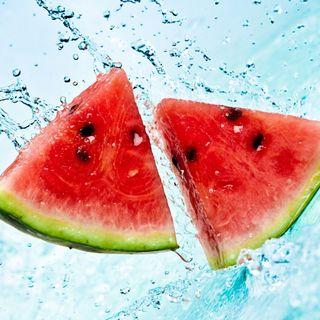 Обои на телефон фрукты, вода, арбуз