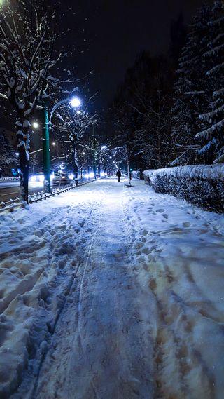 Обои на телефон холод, снег, свет, румыния, путь, ночь, зима, sidewalk, brasov