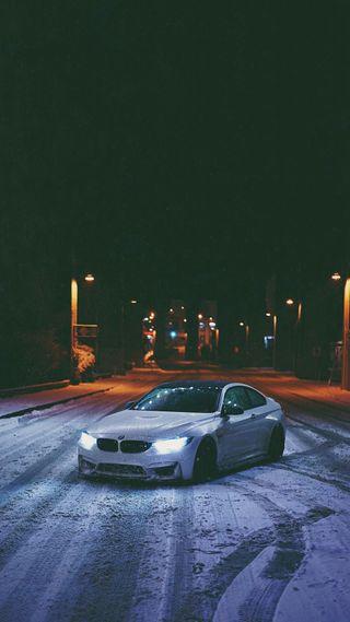 Обои на телефон улица, бмв, снег, огни, ночь, машины, м4, купе, зима, f82, bmw