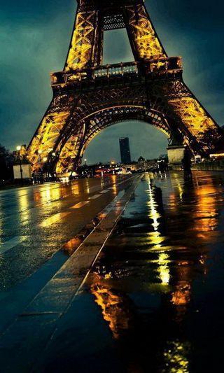 Обои на телефон эйфелева башня, франция, париж, огни, ночь, дождь, башня