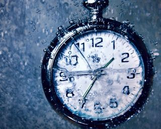 Обои на телефон мокрые, часы, подводные, капли, время, вода