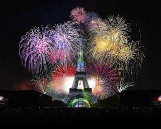 Обои на телефон франция, фейерверк, париж, огни, ночь, новый, башня