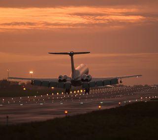 Обои на телефон landing, runway, закат, самолет