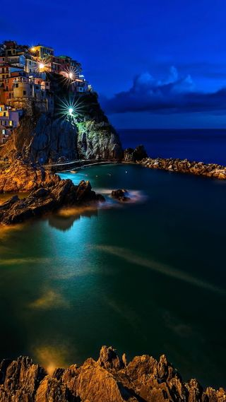 Обои на телефон камни, огни, ночь, море, италия, город, seascape
