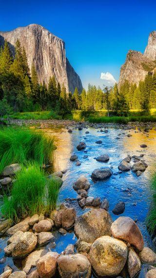 Обои на телефон камни, озеро, небо, горы
