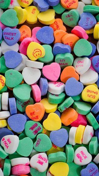 Обои на телефон конфеты, сердце