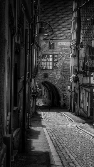 Обои на телефон старые, город, ночь, cobblestones, arch