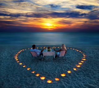 Обои на телефон love, любовь, природа, сердце, море, закат, пляж, романтика, пара, свечи