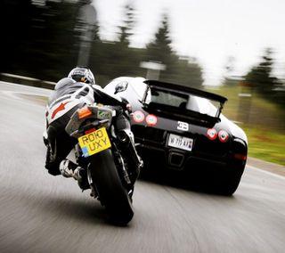 Обои на телефон колеса, улица, спорт, скорость, против, нфс, машины, дорога, гоночные, байк, nfs, bike vs car