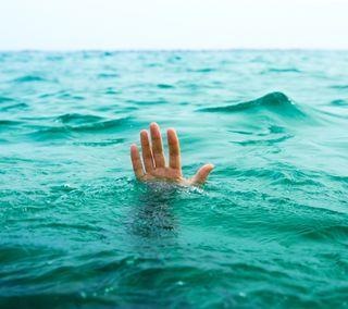 Обои на телефон рука, помощь, океан, need help