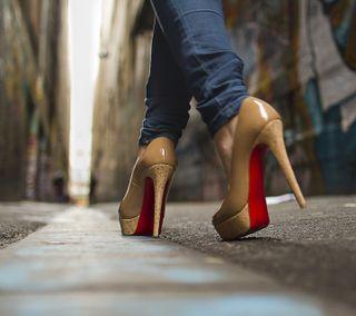 Обои на телефон девушки, город, girl in heels