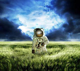 Обои на телефон пришелец, трава, космос, космонавт, земля, spaceman, cosmonaut